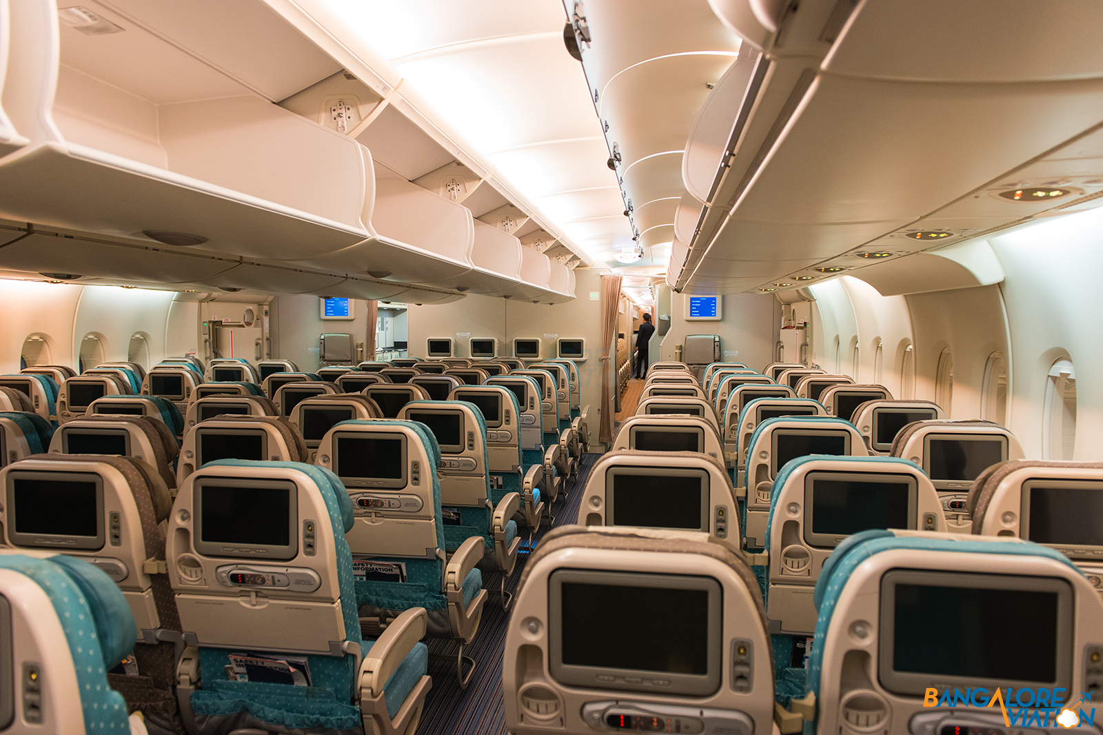 singapore airlines a380 upper deck economy review